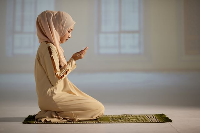 Doa Melancarkan Rezeki dan Usaha